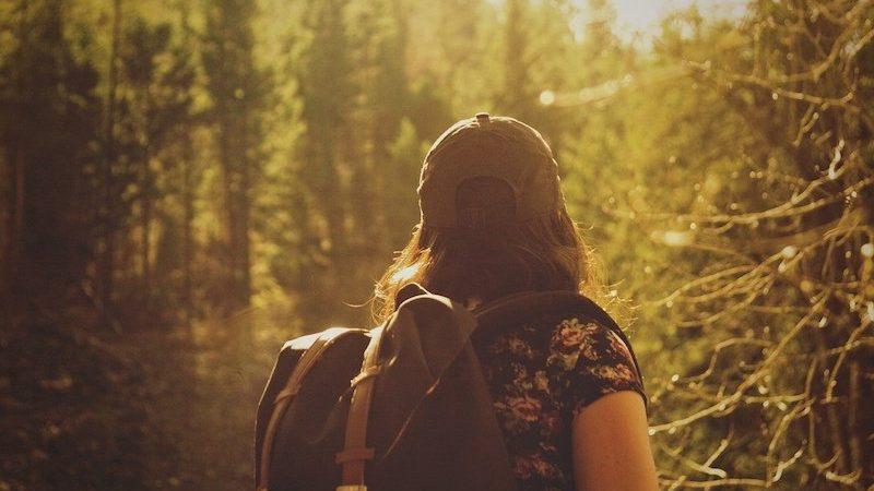 Tout savoir pour voyager léger : astuces et conseils